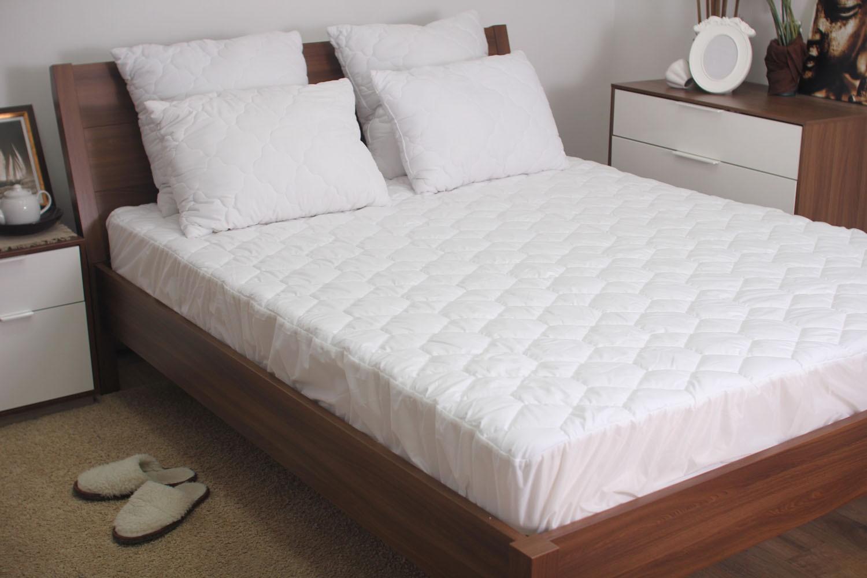 Постельное белье на белом фоне